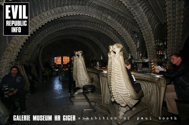 бар в музее Гигера
