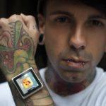 Первый в мире носимый на микродермалах iPod