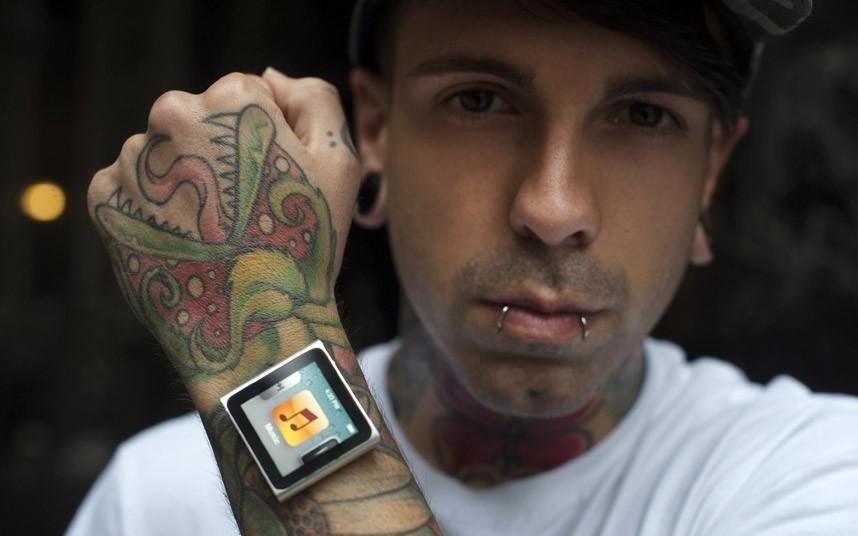 iPod на микродермалах