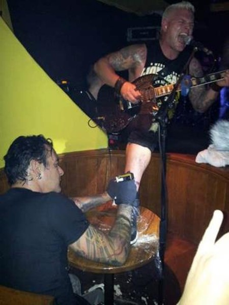 Biohazard (татуировка на сцене)
