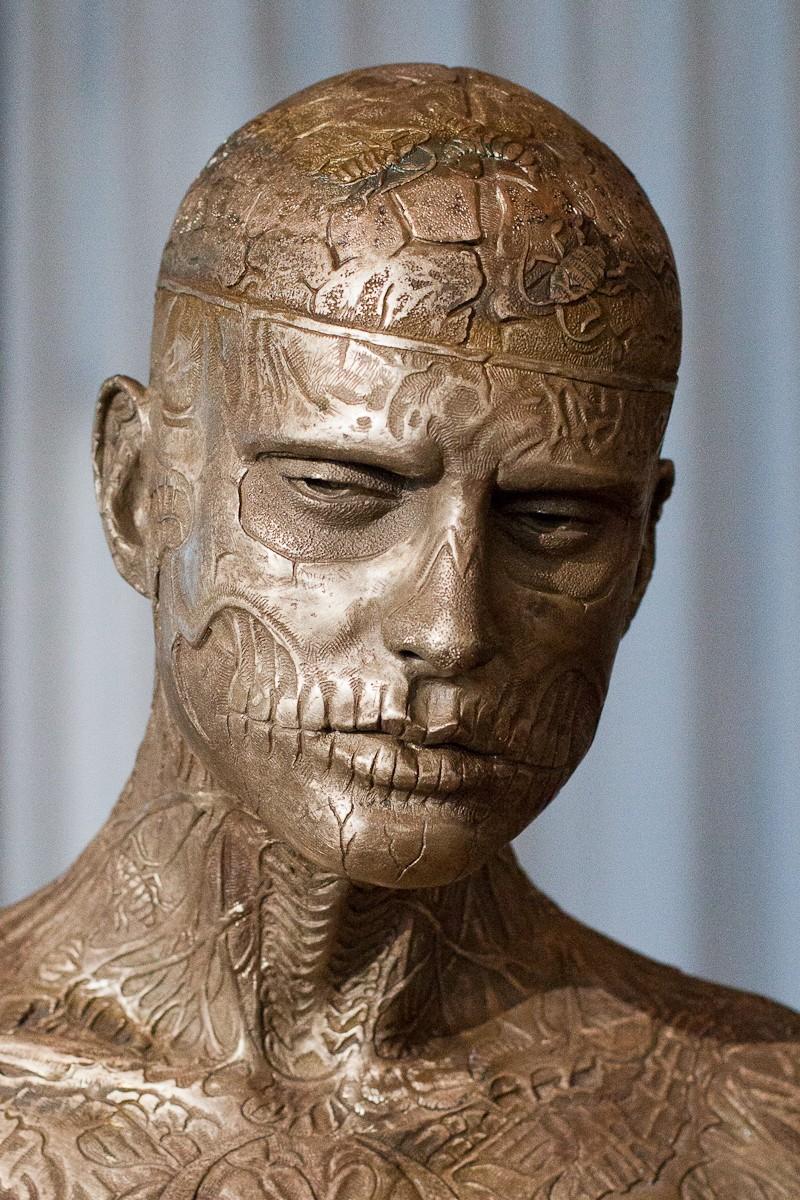 Marc Quinn: бронзовая скульптура Зомби Боя