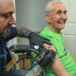 Новый мировой рекорд: первая татуировка в 104 года