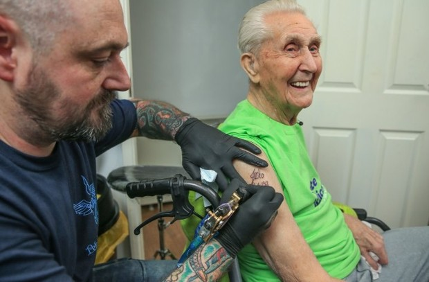 Джек Рейнолдс (Jack Reynolds) - татуировка в 104 года