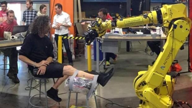 робот-татуировщик