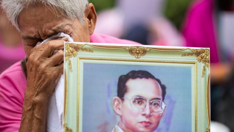 Пумипон Адульядет - король Таиланда