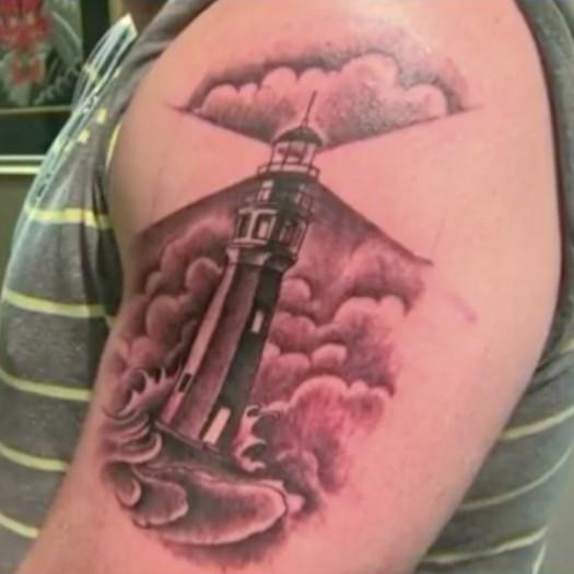 директор школы и его татуировка