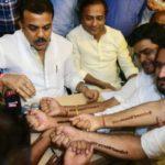 Конгрессмены Индии делают татуировки в знак политического протеста