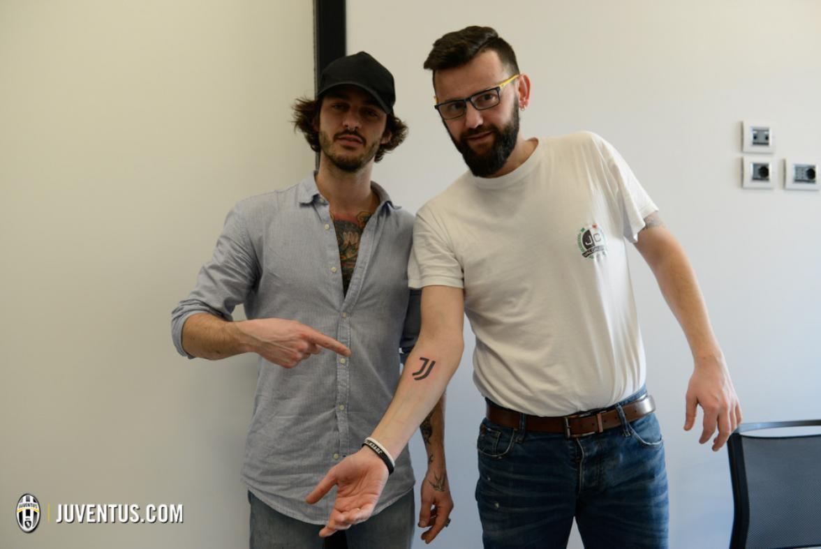 ювентус: татуировка нового логотипа