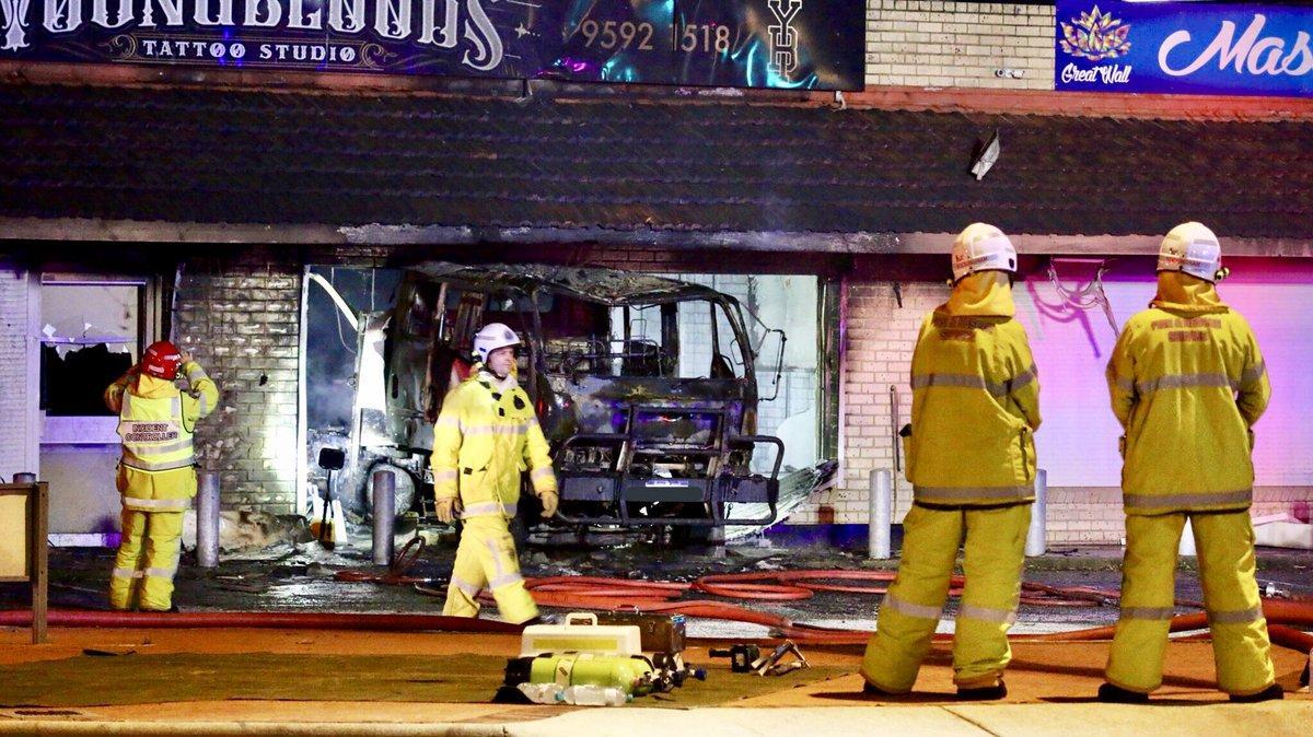 пожар, авария, грузовик, дтп, рокингем, young blood tattoo