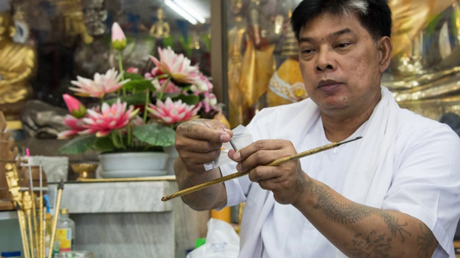 тату-мастер Анджелины Джоли, Сак Янт, Янтра, тайская татуировка, традиционные татуировки, мантры, буддистские письмена