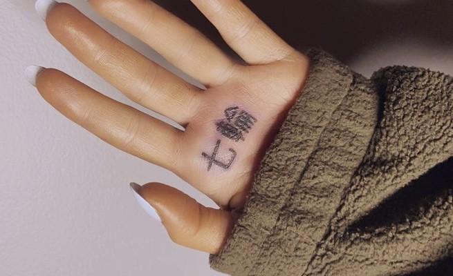 Татуировка Арианы Гранде, иероглифы, Ariana Grande tattoo