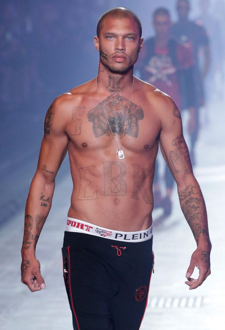 Джереми Микс, преступник, фотомодель, незаконное хранение оружия, татуировка слезы, самый красивый преступник, Калифорния, Стоктон