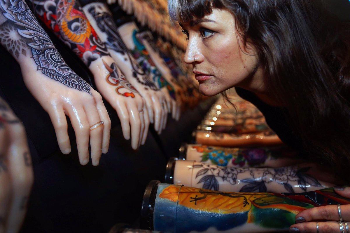 татуированные руки, татуировки на кистях рук, морской музей, корнуолл, великобритания, выставка, англия, государственный музей