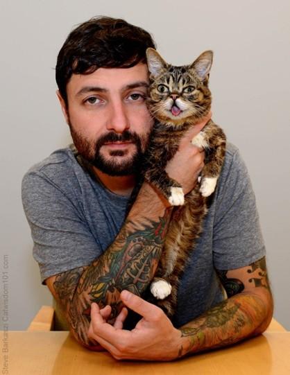 кошка Лил Баб и её хозяин