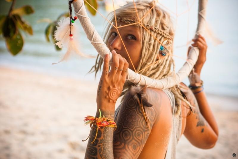 Саша Шанти - мастер подвешивания на крюках, путешественница