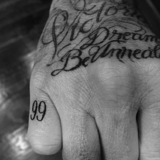 99 -новая татуировка Дэвида Бекхэма