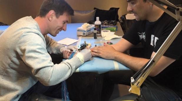 Лионель Месси - татуировщик