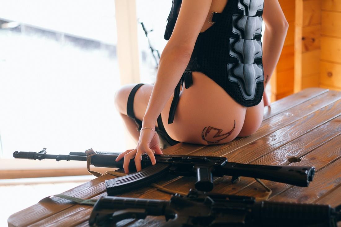 Яна Макарова: татуировка на заднице, проект Игра