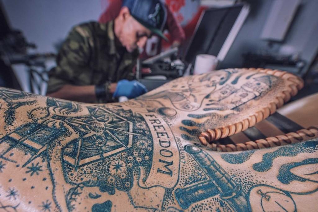 татуированный мотоцикл
