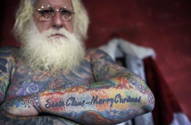 Витор Мартинс - татуиорванный Санта Клаус