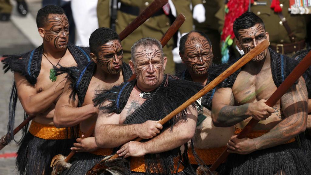 воины маори на военном параде