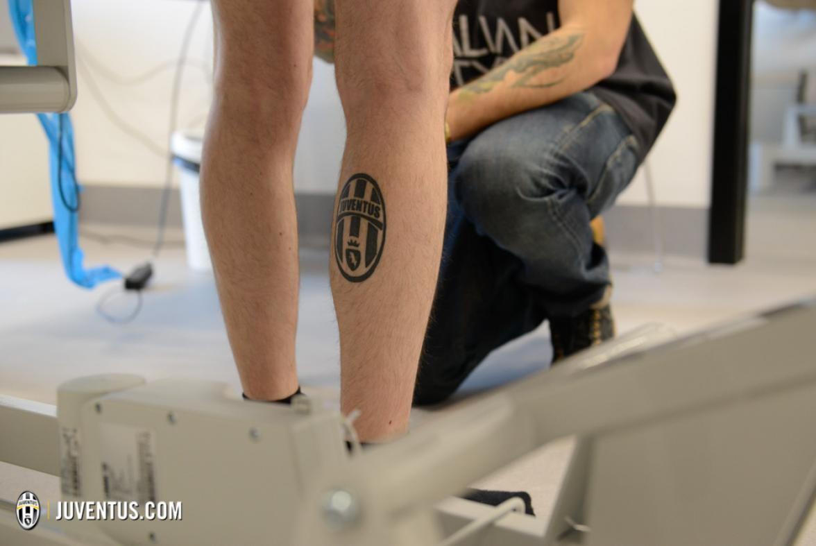 ювентус: татуировка старого логотипа