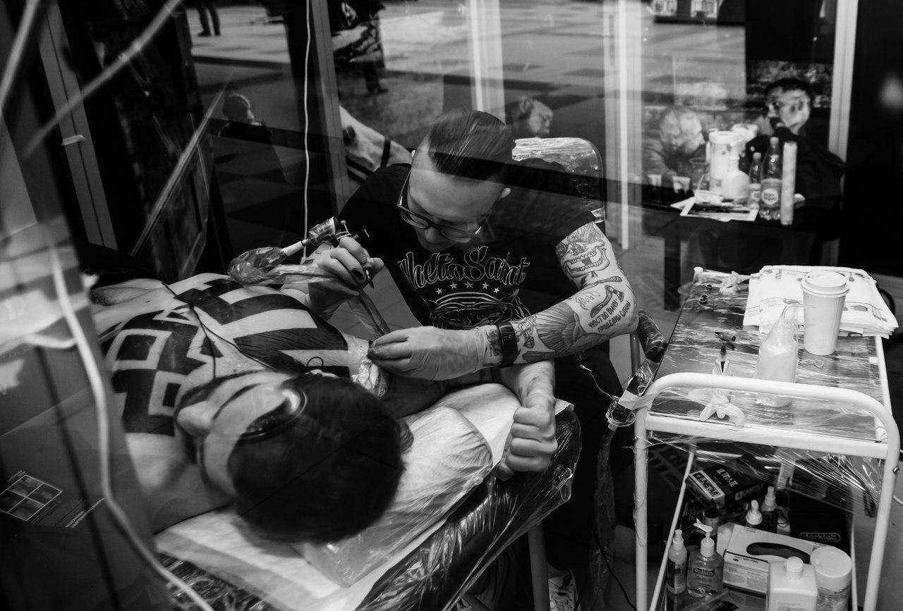 том харди, сериал табу, татуировка