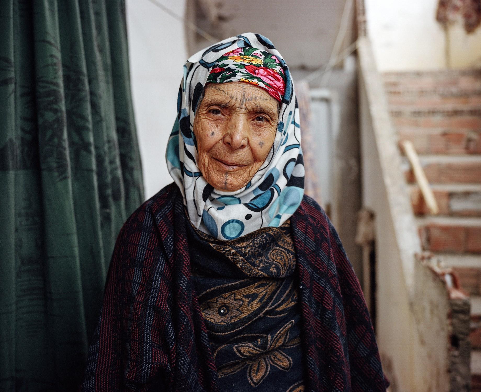 Yumna Al-Arashi, Йомна Аль-Араши, татуировка на лице, женская татуировка, татуировка Северной Африки,традиционная татуировка