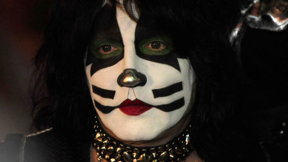 группа kiss, барабанщик, эрик сингер, человек-кошка, грим