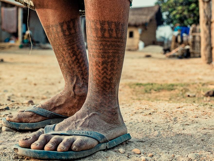 татуировки племени Тару, Непал, Кнода, Годна