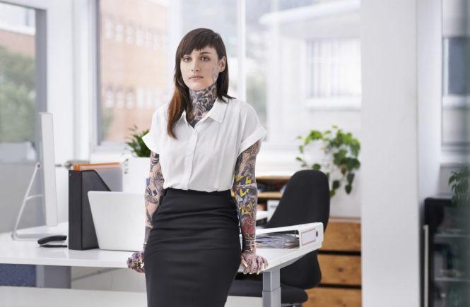 татуировки в офисе, карьерный рост, белые воротнички, офисный планктон, карьерный рост, хорошая работа