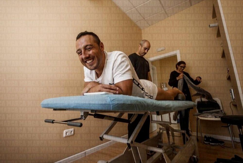Санти Карлоса, сборная Испании по футболу, полузащитник Арсенала, спортсмен, реабилитация, хирургическая операция, пересадка кожи, инфекция
