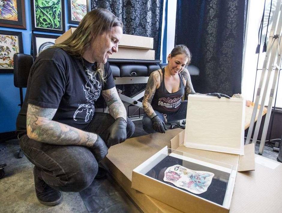 татуировки после смерти, save my ink forever, канада, сохранение татуировок, оформленные в рамку татуировки, срезанные татуировки, татуировки трупов, завещание