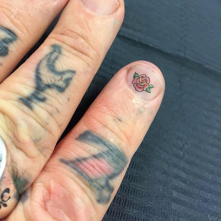 татуировки на ногтях, лал харди, легенда intenze, временные татуировки