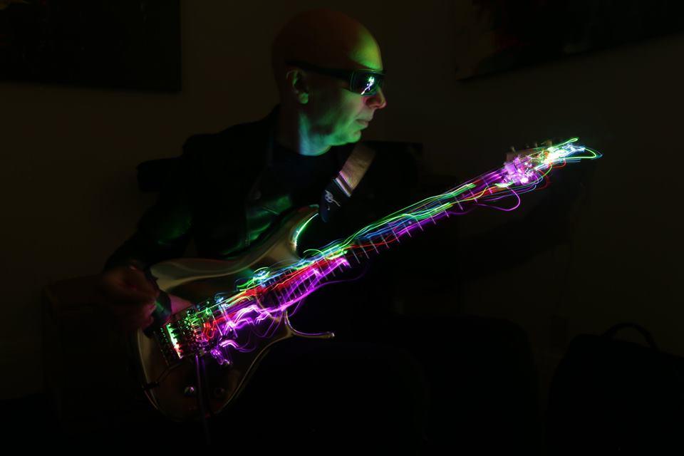 SceneFour, Джо Сатриани, Joe Satriani, лучший гитарист, визуализация, светящиеся струны, фотоискусство