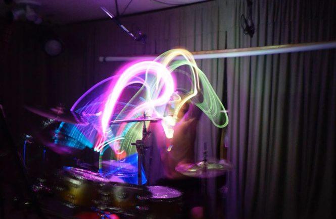 SceneFour, Gojira, Марио Дюплантье, Mario Duplantier, барабанщик, визуализация, светящиеся барабанные палочки, искусство