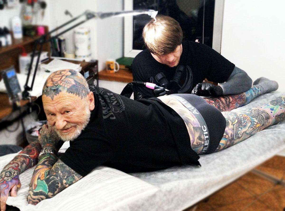 генрих эммануэль, тату-дедушка, татуировки в старости, лучшие татуировки, тату-конвенция, студия татуировки, магнум, magnum