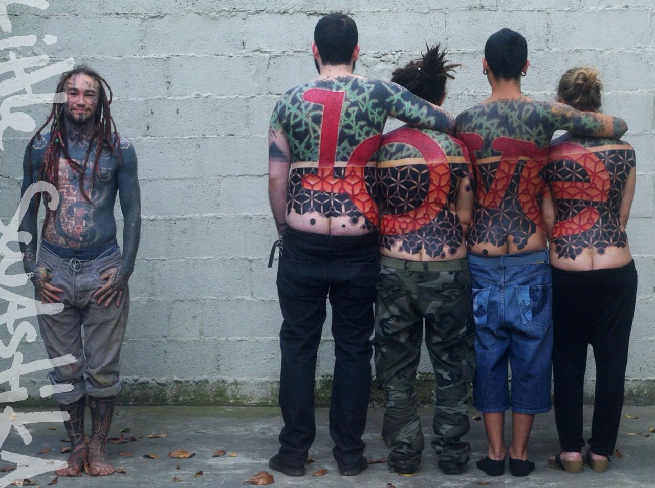 Little Swastika, Lily Lu, групповые татуировки, масштабные татуировки, большие татуировки, концептуальная татуировка