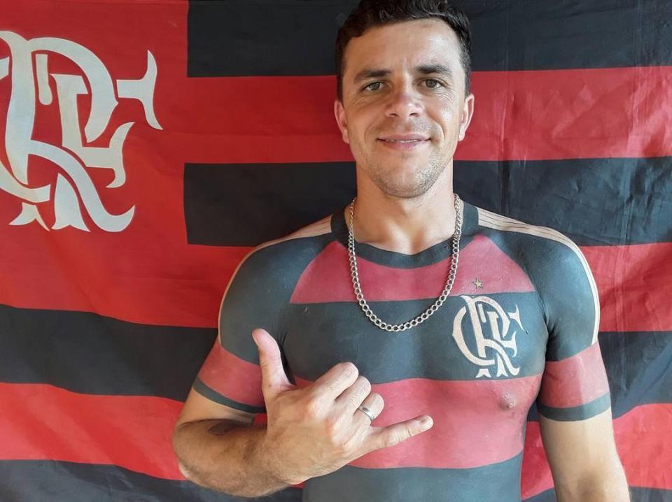 татуированный фанат футбольного клуба Фламенго