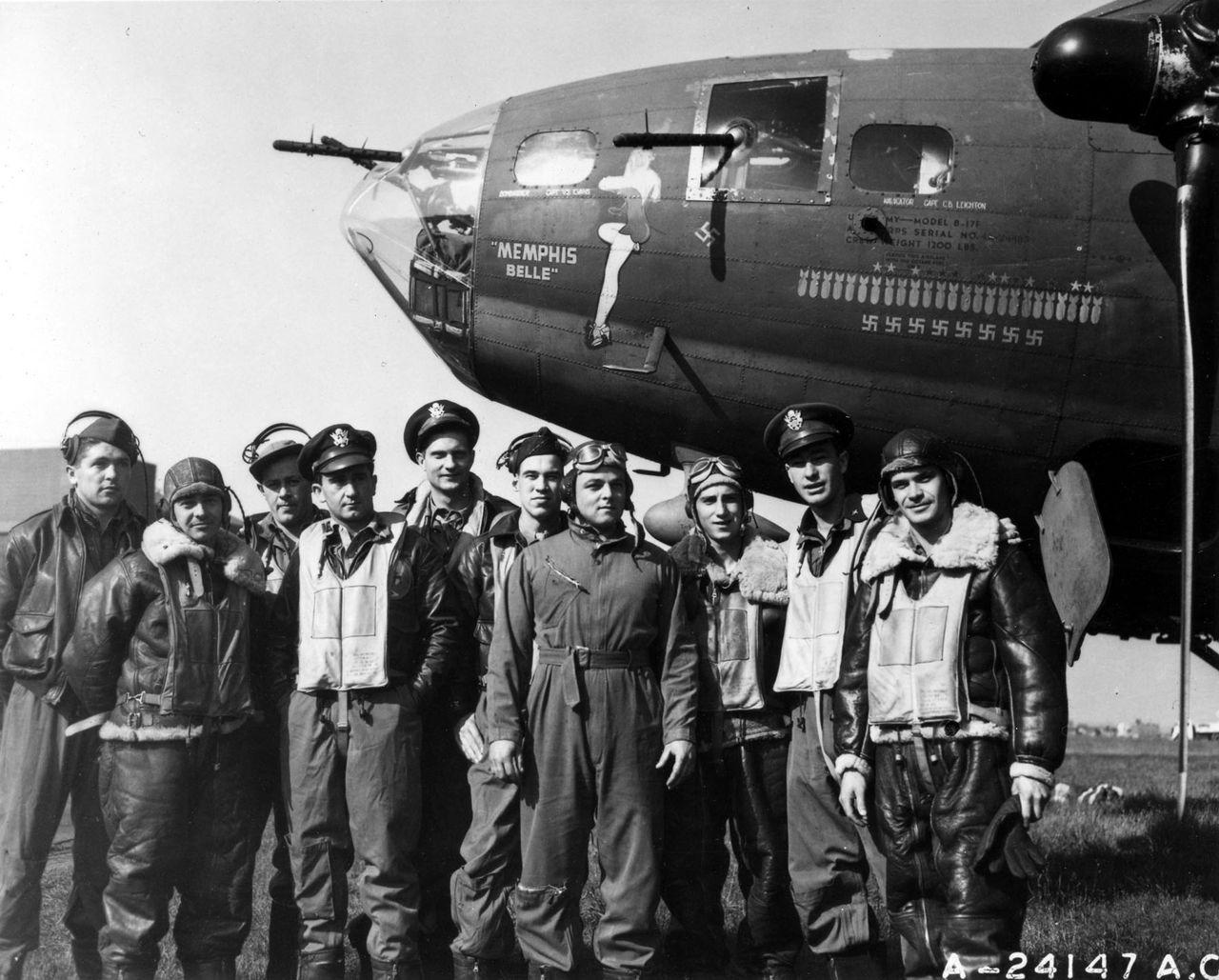экипаж американского бомбардировщика времен Второй Мировой Войны Memphis Belle (Мемфисская Красотка)