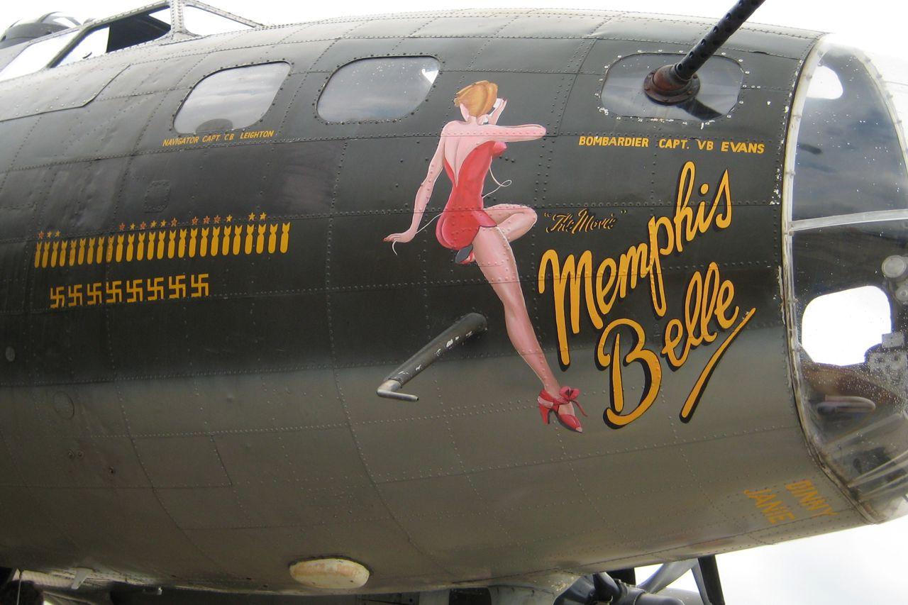 американский бомбардировщик времен Второй Мировой Войны Memphis Belle (Мемфисская Красотка)