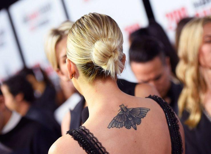 мотылек - новая татуировка Кейли Куоко (Пенни из Теории Большого Взрыва)
