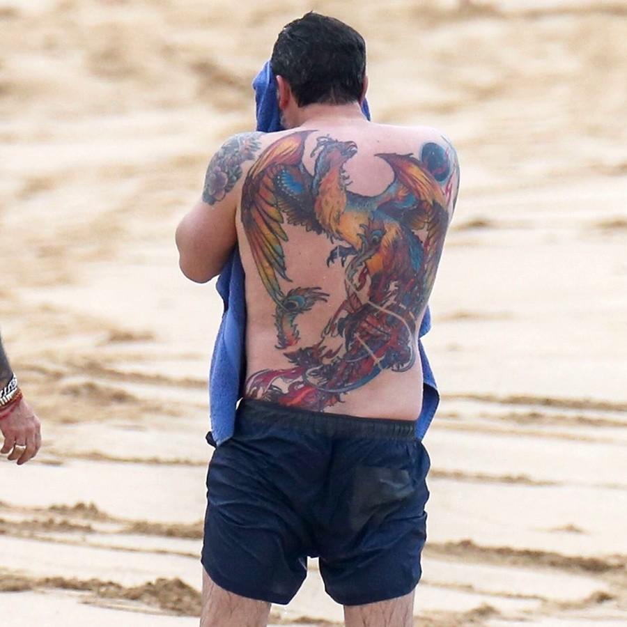 татуировка феникс на спине голливудской звезды по имени Бен Аффлек