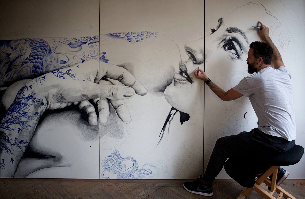 испанский художник Габриэль Морено за работой