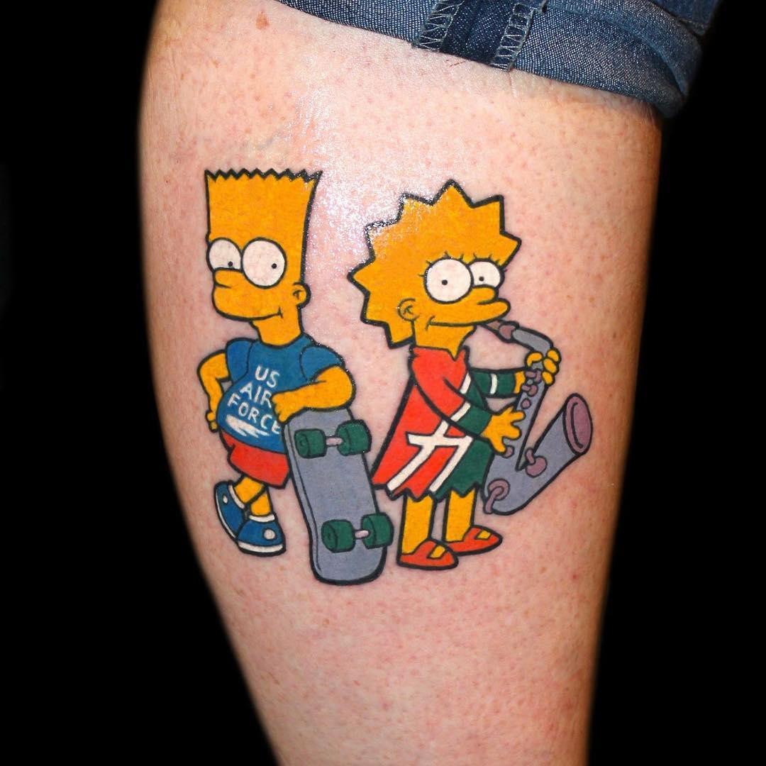 Барт Симпсон со скейтом и Лиза Симпсон с саксофоном, татуировка