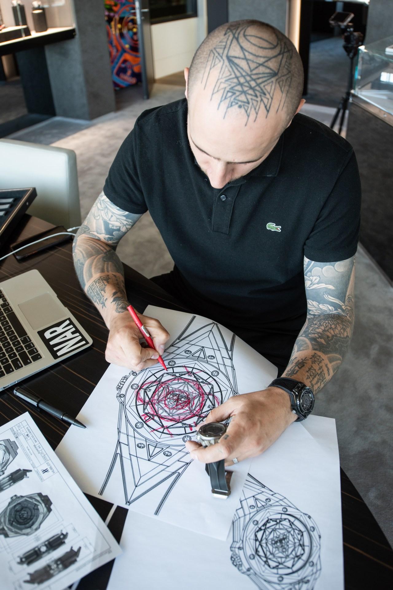 татуировщик Максим Бучи создает дизайн часов Hublot