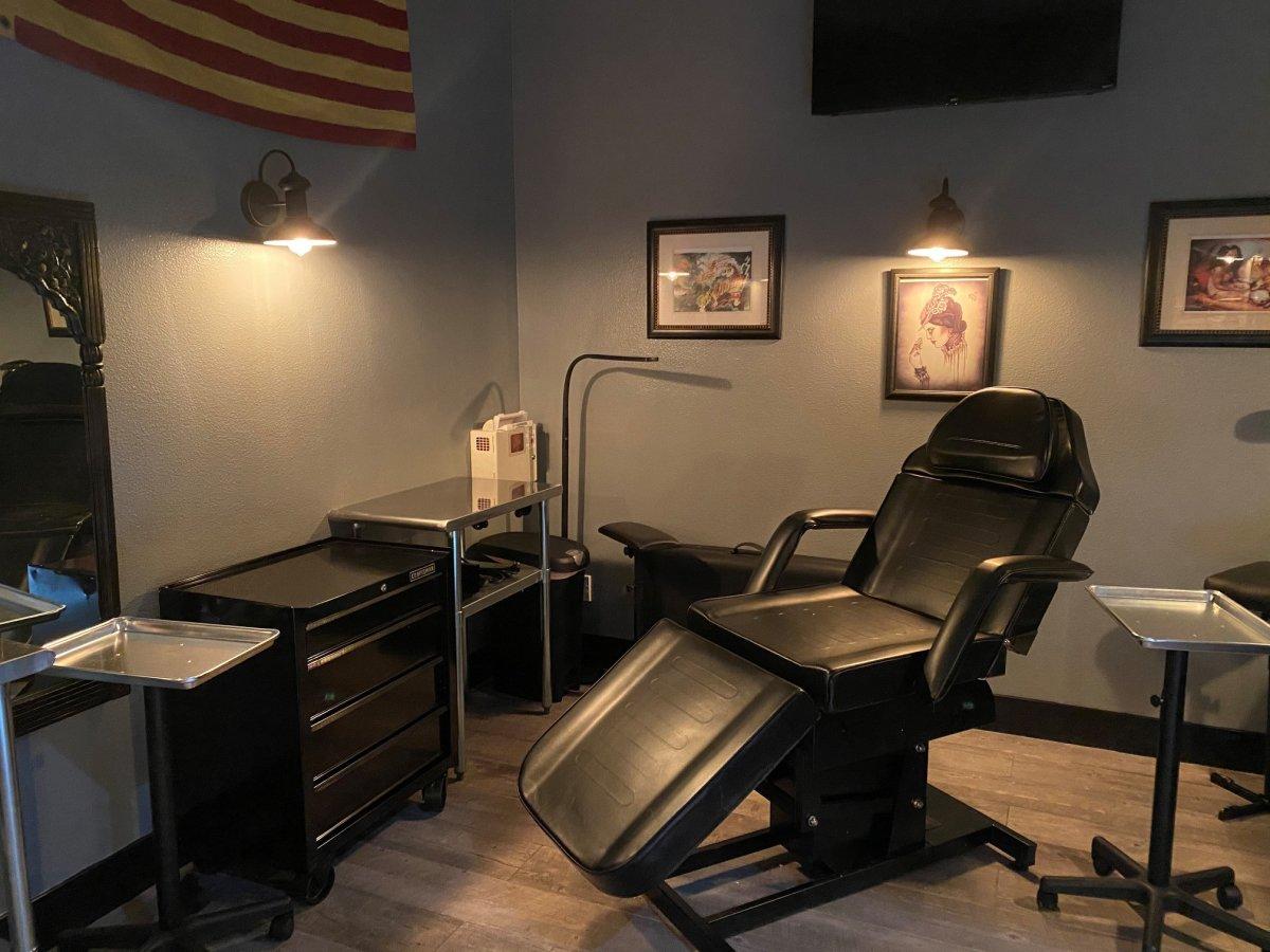 тату-студия на американской военной базе