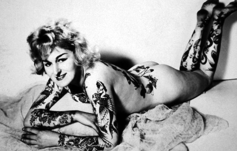 девушка-татуировщик и тату-модель из Австралии по имени Синди Рэй