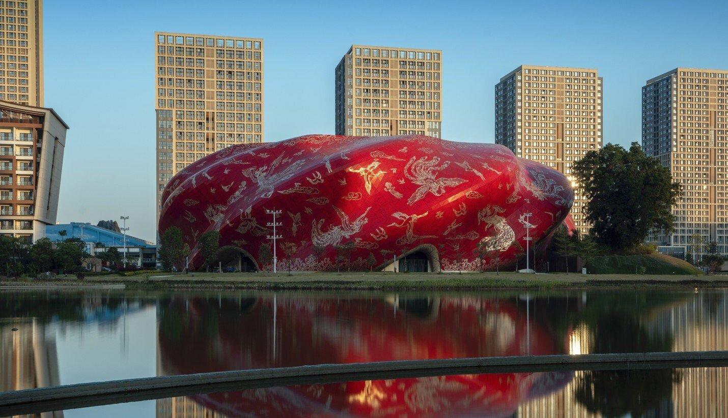 новый китайский театр в городе Гуанчжоу